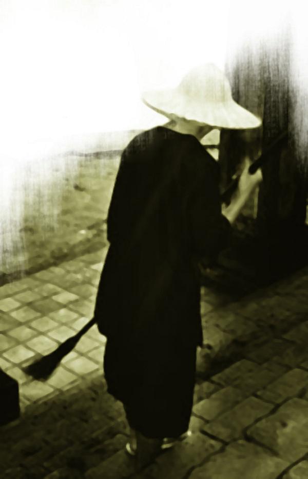 Bài viết, tiểu luận, truyện ngắn - Công đức quét chùa tháp