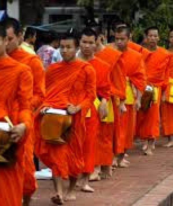 Mục đích của đạo Phật - Người xuất gia và vấn đề lễ lạy cha mẹ